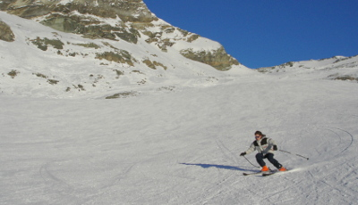 cervinia_skiing.jpg